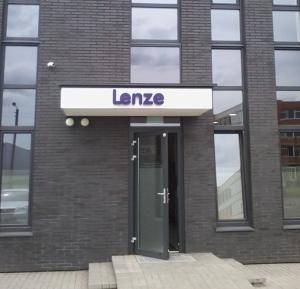 Lenze tūrinės raidės